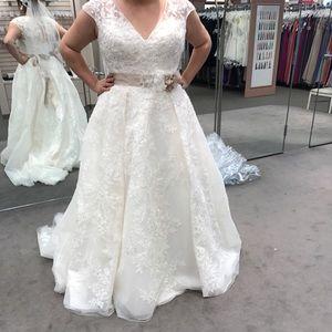 NWT Oleg Cassini Wedding Gown